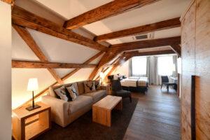 Gästezimmer im Hotel Goldene Sonne mit Sichtbarer Tragkonstruktion