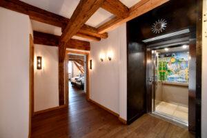 Hotel Goldene Sonne mit Sichtbaren Holzbalken